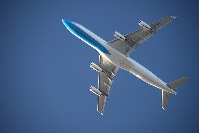 aircraft-1204143_640